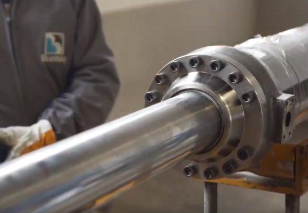 Montaggio e smontaggio di cilindri idraulici.
